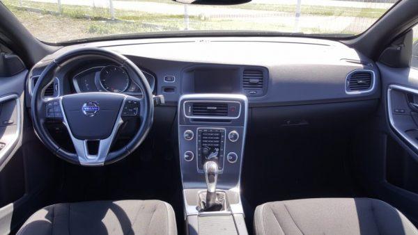 Volvo S60 D4 133kw / 181ks, Momentum, led kontrolna, 17″ alu, navi EU
