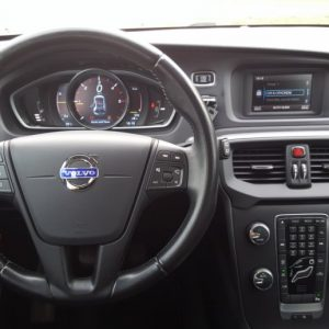 Volvo V40 D2 Kinetic, 16″ alu, LED kontrolna, dual klima, kamera, pdc