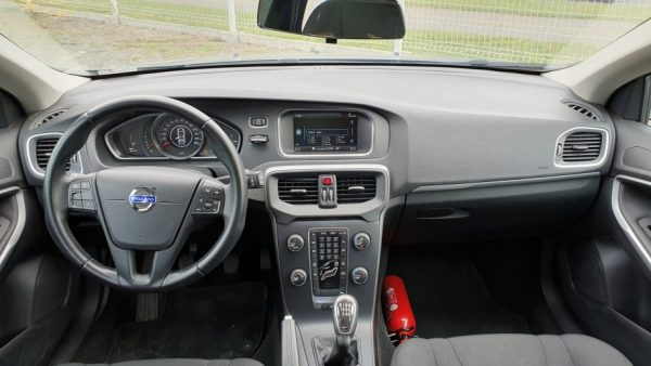 Volvo V40 D2 Kinetic, 16″ alu, navigacija, park. senzori, servisna