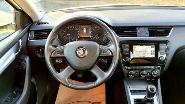 Škoda Octavia Combi 2,0 TDI 150ks, Elegance oprema, navi, MF, servisna