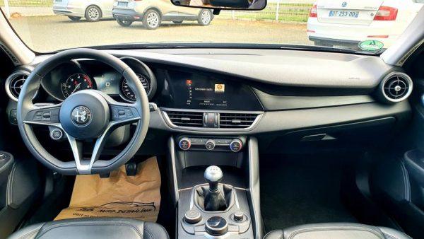 Alfa Romeo Giulia 2.2 D Sport, bi-xenon, 17″ alu, navi, koža, servisna
