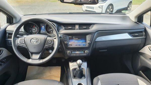 Toyota Avensis Wagon 2,0 D-4D, bi-xenon,17″ alu, navi, kamera, keyless