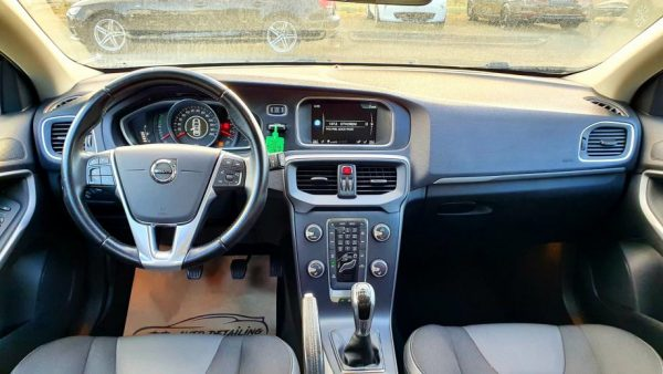 Volvo V40 D2 2.0 120ks, Momentum, 16″alu, Hammer farovi, veliki servis